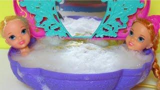 BATH time !  ELSA & ANNA toddlers - SHOPKINS in the Bathtub!