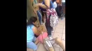 getlinkyoutube.com-Atrapan a Ladrona y la golpean