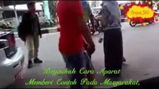 getlinkyoutube.com-Heboh Video Lucu Polisi VS TNI Adu Jotos Di Depan Daganganku