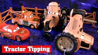 getlinkyoutube.com-Cars Tractor Tipping Playset by DisneyStore Disney Pixar - Juguete de Coches para niños
