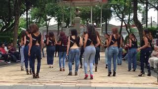 getlinkyoutube.com-Lucero y Kizomba Woman en el International Kizomba Flashmob Mexico (Lady Style)