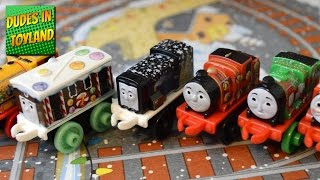 getlinkyoutube.com-Thomas & Friends MINIS Advent Calendar Christmas train surprise toys 托马斯和他的朋友们