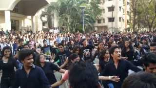 getlinkyoutube.com-Flashmob at Birla college by Viraj Tendulkar
