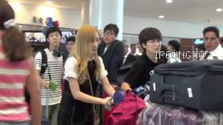 getlinkyoutube.com-[FANCAM] 140906 #SNSD #TTS #Tiffany #Taeyeon #Seohyun arrive to JFK airport for #NYFW HD