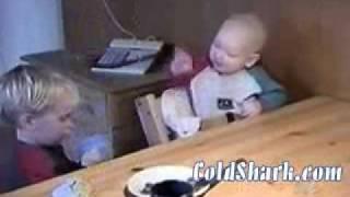 getlinkyoutube.com-Śmieszne wypadki dzieci