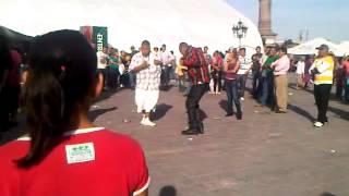 getlinkyoutube.com-cholos bailando en la macroplaza de mty