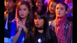 Chiquititas 2013/2014 - JP beija Mili durante show e ela se irrita