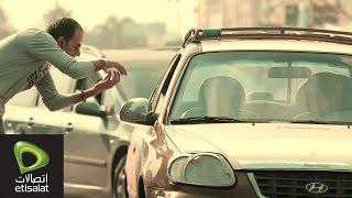 تجربة حقيقية: شاب أصم وأبكم يحاول إيقاف تاكسي .. شاهد ما حدث
