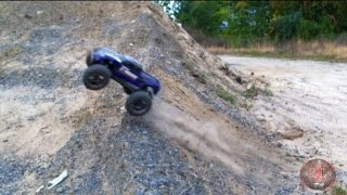 Traxxas E-Maxx Brushless Jumping
