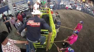 getlinkyoutube.com-peligro el toro que  casi se sale del cajon