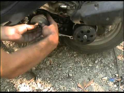 Как заменить, поменять передний вариатор на скутере Honda