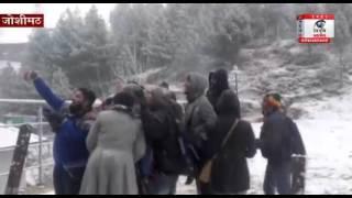 औली ने ओढ़ी श्वेत बर्फ की चादर, खिले पर्यटाकों के चेहरे