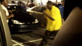 getlinkyoutube.com-Two black guys started fight in parking lot
