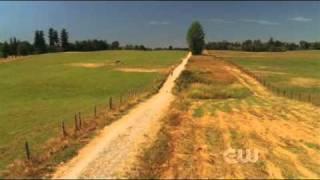 getlinkyoutube.com-Smallville - 6x02 - Sneeze - Lois is almost hit by the Kent's barn door