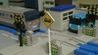getlinkyoutube.com-Tayo The Little Bus Toys Railroad  타요 장난감 건널목놀이 xe ô tô đồ chơi
