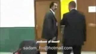 getlinkyoutube.com-مصور يحاول الاعتداء على صدام حسين ولكن !!.