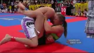 getlinkyoutube.com-girl chocking a guy in less than 2 min in jiu jitsu fight !!!
