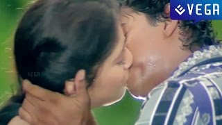 getlinkyoutube.com-Coyamuthur Maaplaey Movie : Vijay and Sanghavi Kiss Scene