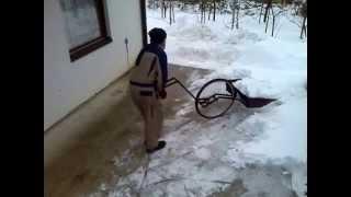 getlinkyoutube.com-Wheeled Snow Shovel -Чудо лопата