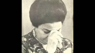 getlinkyoutube.com-السيدة أم كلثوم / أقبل الليل و ناداني حنيني - قصر النيل 1 يناير 1970م