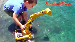 getlinkyoutube.com-Construction Trucks for Kids: Beach Playtime: Toy Bruder Excavator Dump Truck Tonka Bulldozer Grader