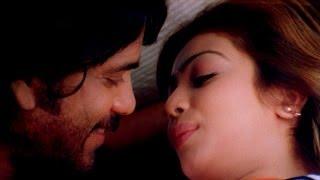 getlinkyoutube.com-Ayesha & Nagarjuna Romantic Scene || Super Movie || Nagarjuna, Ayesha Takia, Anushka