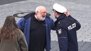 getlinkyoutube.com-Der beste Polizist der Welt 4