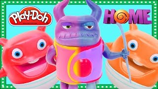 getlinkyoutube.com-Dreamworks Colour Changers HOME Giant Play Doh Surprise Egg Color Changing Toys Captain Smek Boov