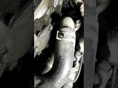 Замена маслосъемных колпачков 4g64 chariot часть 1