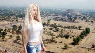 getlinkyoutube.com-La Barbie Humana de visita en México