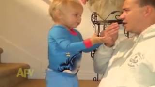 getlinkyoutube.com-아기 놀리는 아빠 표정리얼  ㅋㅋㅋㅋ