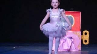 getlinkyoutube.com-A Bailarina da Caixinha de Música - Yasmin Franklin