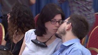 getlinkyoutube.com-قبلة إسرائيلية ساخنة في مؤتمر الرئيس عباس