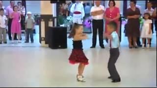getlinkyoutube.com-اطفال يرقصون كارثه