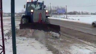 getlinkyoutube.com-Эффектная расчистка трассы от снега трактором ХТЗ Т-150К.