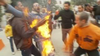 getlinkyoutube.com-Egyptian man sets himself on fire