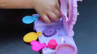 getlinkyoutube.com-Amulet and Jewels Vanity Set Featuring Sofia The First - Play-Doh - Hasbro