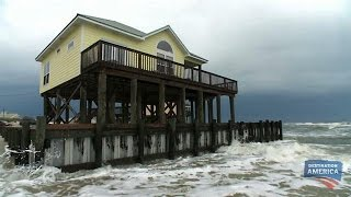 getlinkyoutube.com-This House Is So Beachy, It's Actually In the Ocean | Buying the Beach
