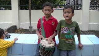 getlinkyoutube.com-Pengamen Cilik Dengan Suara Emas Di Jakarta
