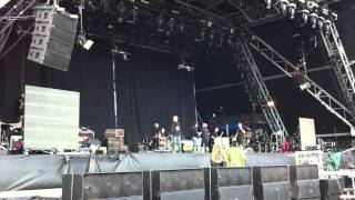getlinkyoutube.com-U2 Soundcheck Glastonbury 2011 - Mysterious Ways