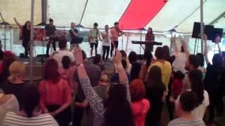 getlinkyoutube.com-Cristos Pentru Romania - Oasele prind viata iar ( Live At BulzCamp)