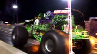 getlinkyoutube.com-GRAVE DIGGER runs a 9.85 et in the 1/4 mile WOW!!!!!