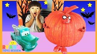 getlinkyoutube.com-SURPRISE TOYS Halloween GIANT PUMPKIN Spiderman Iron Man Disney Cars Color changers Minions Egg