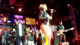 Mary J. Blige Harmonizes on