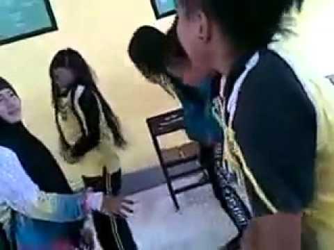 Tarian Lecehkan Gerakan Sholat 5 Siswi SMA Negeri 2 Tolitoli