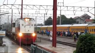getlinkyoutube.com-KLB REL Dan Kereta Api Penumpang Patas Di Saat Gerimis