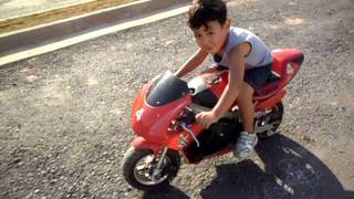 getlinkyoutube.com-Mini Moto 50cc Yuji Com 3 Anos