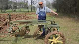 getlinkyoutube.com-Plowing with a John Deere 402 Disc Plow