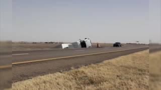 Decenas de automóviles en Kansas sufrieron daños como consecuencia del mal tiempo.