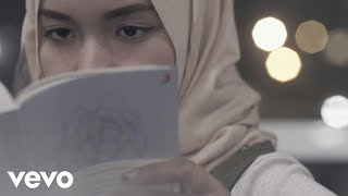 Fatin - Salahkah Aku Terlalu Mencintaimu (Official Lyric Video)